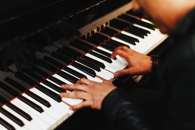 西川悟平(7本指のピアニスト)プロフィールと最新のコンサート情報まとめ