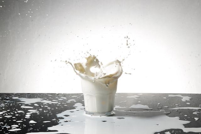 森永ヒ素ミルク中毒事件とは?事件の発覚から被害者を守るまで